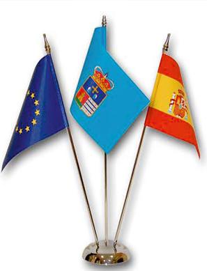 banderas-y-publicidad-garsan-banderines-mastiles-sobre-mesa_13