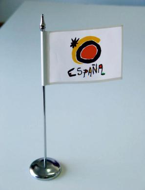 banderas-y-publicidad-garsan-banderines-mastiles-sobre-mesa_14