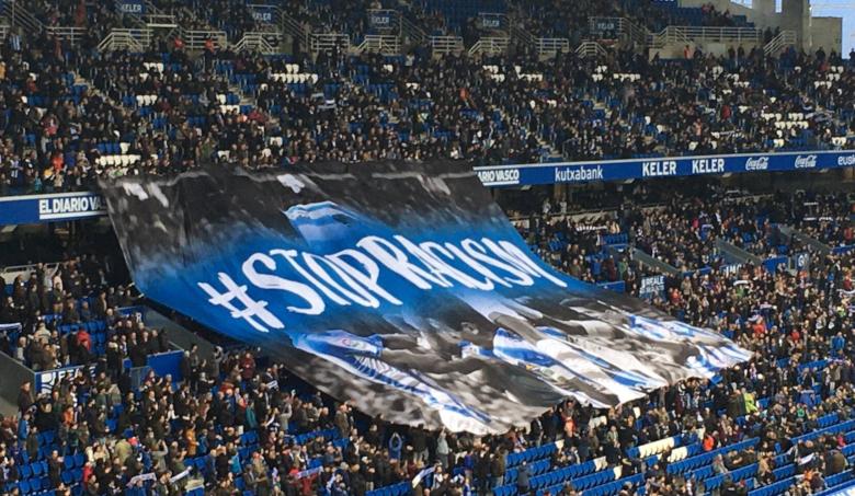 personalizacion-publicidad-lona-textil-grada-tifobandera-gigante-estadio-futbol-football-banderas-garsan